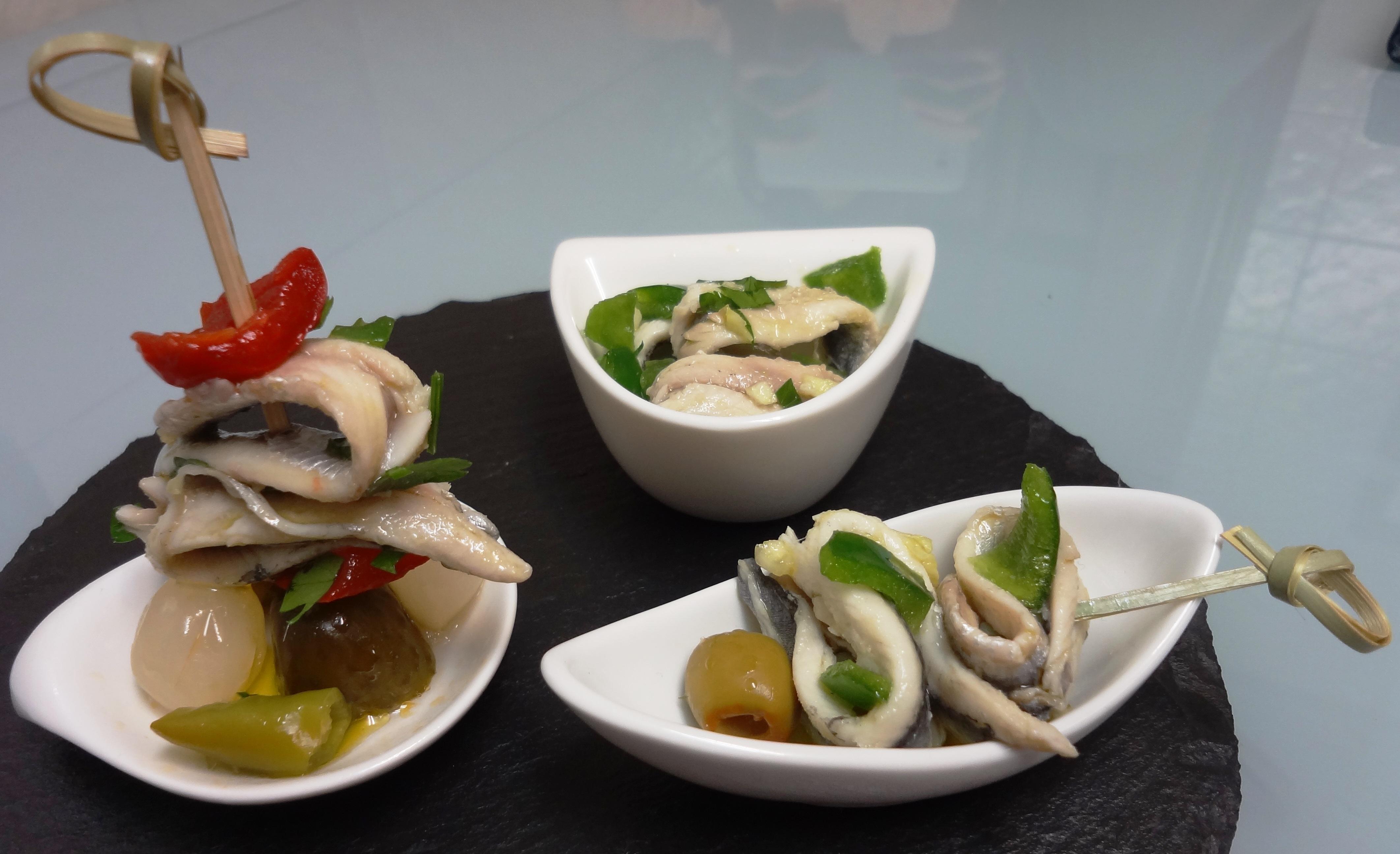 distintos tipos de tapas de anchoas carmyla