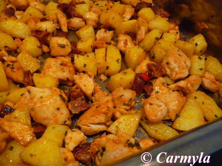 Patatas con pollo y chorizo a la carmyla carmyla - Pechugas de pollo al horno con patatas ...